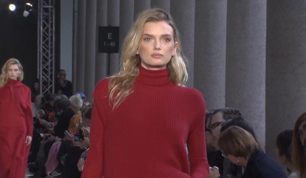 Max Mara Ready-To-Wear Fall Winter 2017-2018 collection at Milano Fashion Week