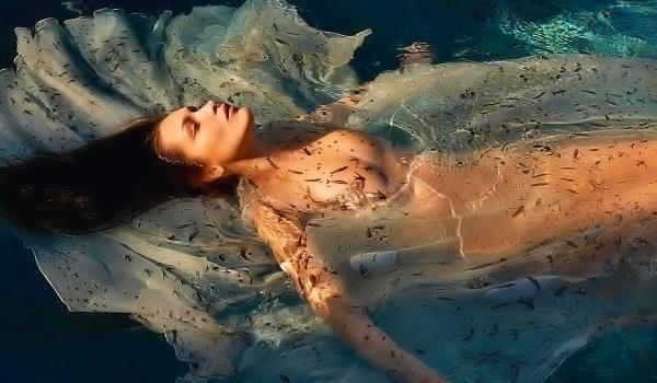 Bella Hadid Sexiest Photos of 2017