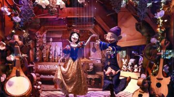 """SAKS FIFTH AVENUE AND DISNEY UNVEIL """"ONCE UPON A HOLIDAY"""" WINDOWS"""