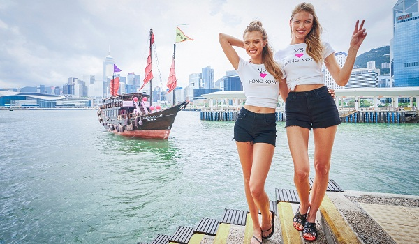 VICTORIA'S SECRET ANGELS MARTHA HUNT & JOSEPHINE SKRIVER LAND IN HONG KONG