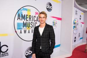 2017 AMERICAN MUSIC AWARDS - Red Carpet 1