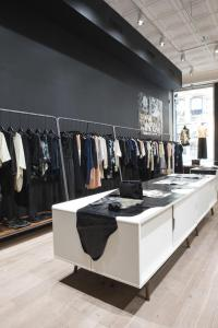 BERENIK BOUTIQUE NYJULY 170000