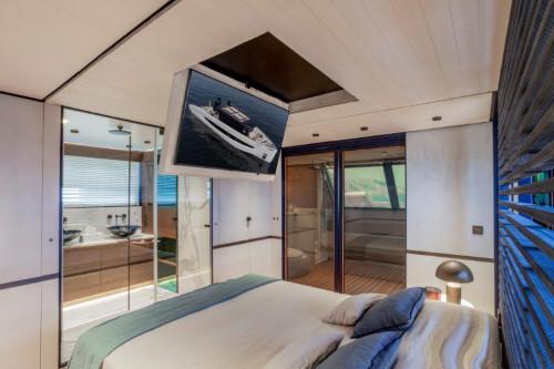 Evo V8 Master-cabin
