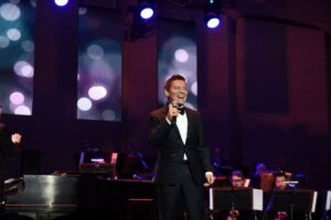 Michael Feinstein performing13