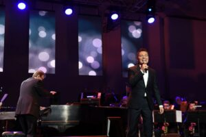 Michael Feinstein performing14