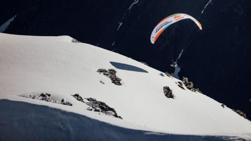 Aaron Durogati on fly 2