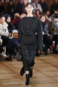 Paris Fashion Week - Lemaire Runway Show Fall Winter 2018 Womenswear 11