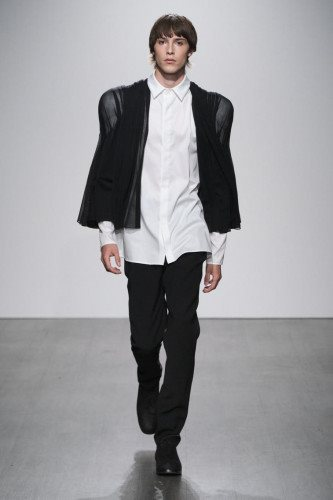 Kaushik Velendra SS21 Menswear Collection - Look 06 - Credit Ph Daniel Sims