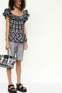 20727D RE19 VR RESORT PRESENTATION LOOK 18