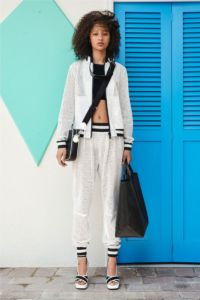 20727D RE19 VR RESORT PRESENTATION LOOK 2