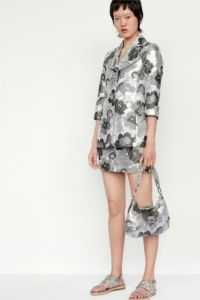 20727D RE19 VR RESORT PRESENTATION LOOK 25