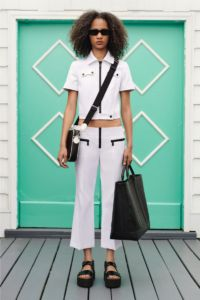 20727D RE19 VR RESORT PRESENTATION LOOK 30