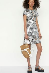 20727D RE19 VR RESORT PRESENTATION LOOK 9