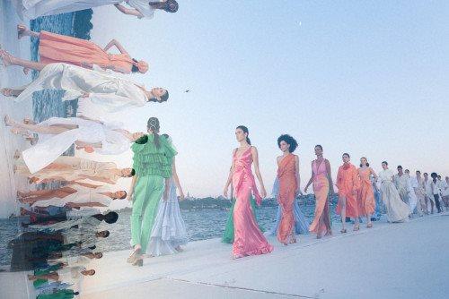 Özgür Masur Runway Show