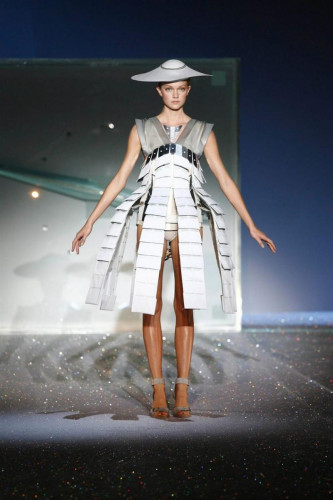 ©Hussein Chalayan's Mechanical Dress,Spring Summer 2007