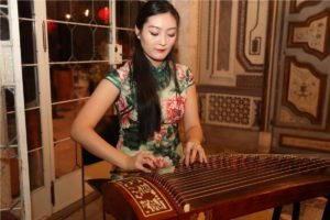 Muscians entertained in the Chopard boutique WRE