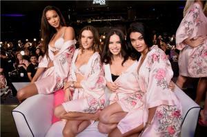 Lais Ribeiro, Alessandra Ambrosio, Adriana Lima, Daniela Braga